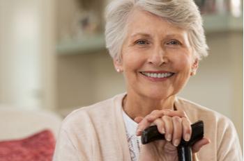 Mujer mayor en geriátrico