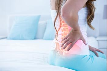 Chica con dolor musculoesquelético inferior