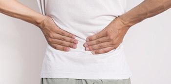 Paciente con dolor lumbar por problemas hepáticos